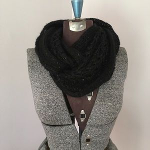 Accessories - Infinity black scarf